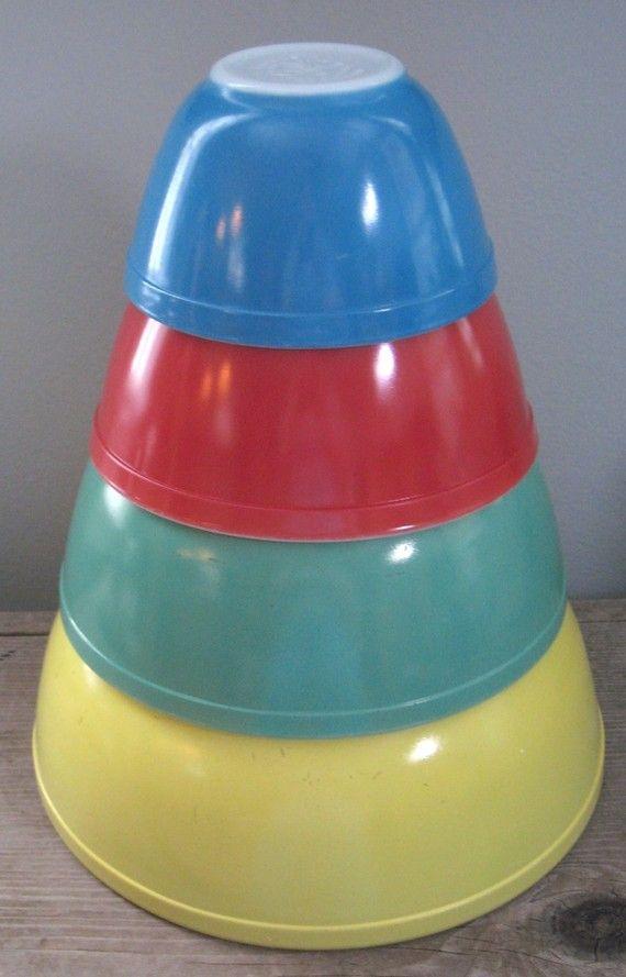 Vintage Pyrex Bowls: Primary Colors, Colors Patterns, Pyrex Vintage, Vintage Kitchens, Mixed Bowls, Vintage Pyrex, Nests Bowls, Pyrex Bowls, Vintage Style