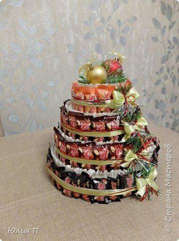 Новогодний тортик из шоколадных батончиков для большой детской компании  фото 2