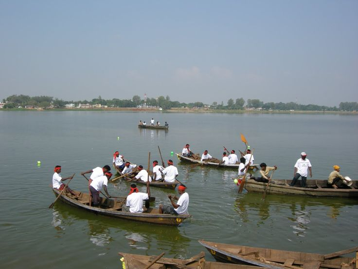 'Parab' is a great event organised by the District Council of Cultute, Koraput every year at Jagannath Sagar, Participants ride rowing boats and cross the competition limits. The pond marks the historical past of Jeypore town. http://www.desiakoraput.com/