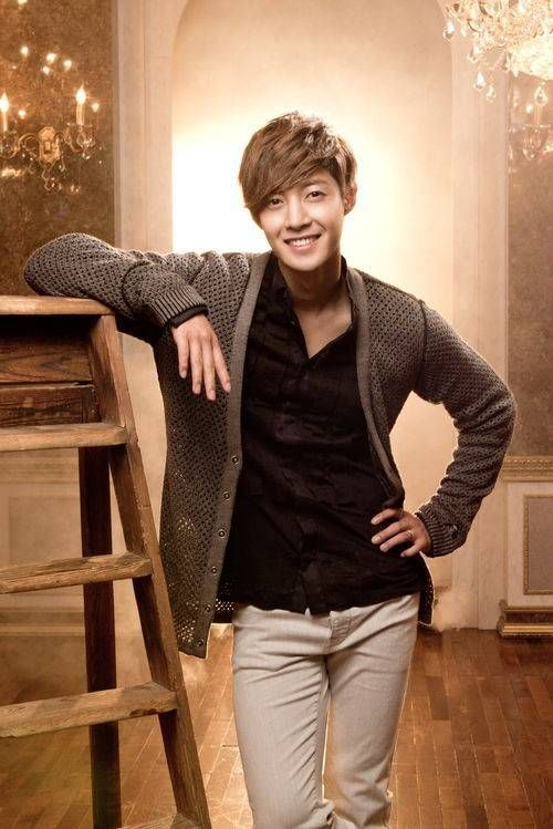 Kim Hyun Joong thanks fans for his win at the 'Yahoo Asia Buzz Awards 2013' | allkpop
