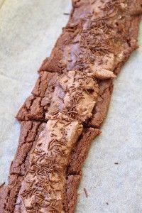 Älskar baka snittar! Snabbt går det och fantastiskt gott! Jag älskar när kakorna spricker o man får sådär perfekta kakor när de blir både kladdiga o knapriga. Efter gräddning så tog jag på arraksfyllning och strödde över chokladströssel. Idag har vi varit ute i det fina vädret. Det känns verkligen som vår. Vi hade med [...]