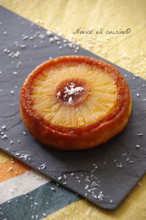 Une petite idée gourmande pour un fin de repas, cela passe tout seul! J'ai beaucoup aimé la texture! Et l'ananas prend pile la forme du moule! Le top! A vos fourneaux! Temps de préparation: 10 min Ingrédients pour 6 gâteaux ananas: Une boite d'ananas...