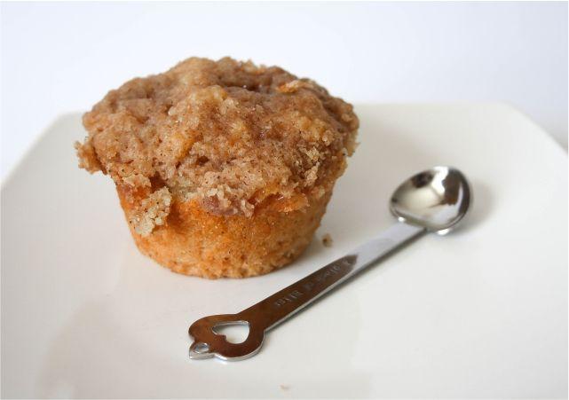 Easy Apple Cinnamon Muffins #food #dessert #foodblog #foodblogger #meal #mealidea #muffins #cinnamon #applemuffin #applecinnamon #baking