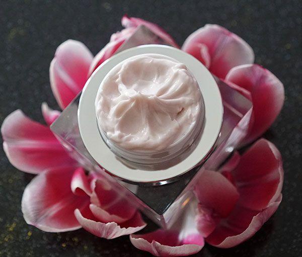اشهر 15 كريم تقشير كريستالي في السوق اكتشفي مميزاتها وعيوبها وكيفية استخدامها Best Under Eye Cream Undereye Creams Eye Care