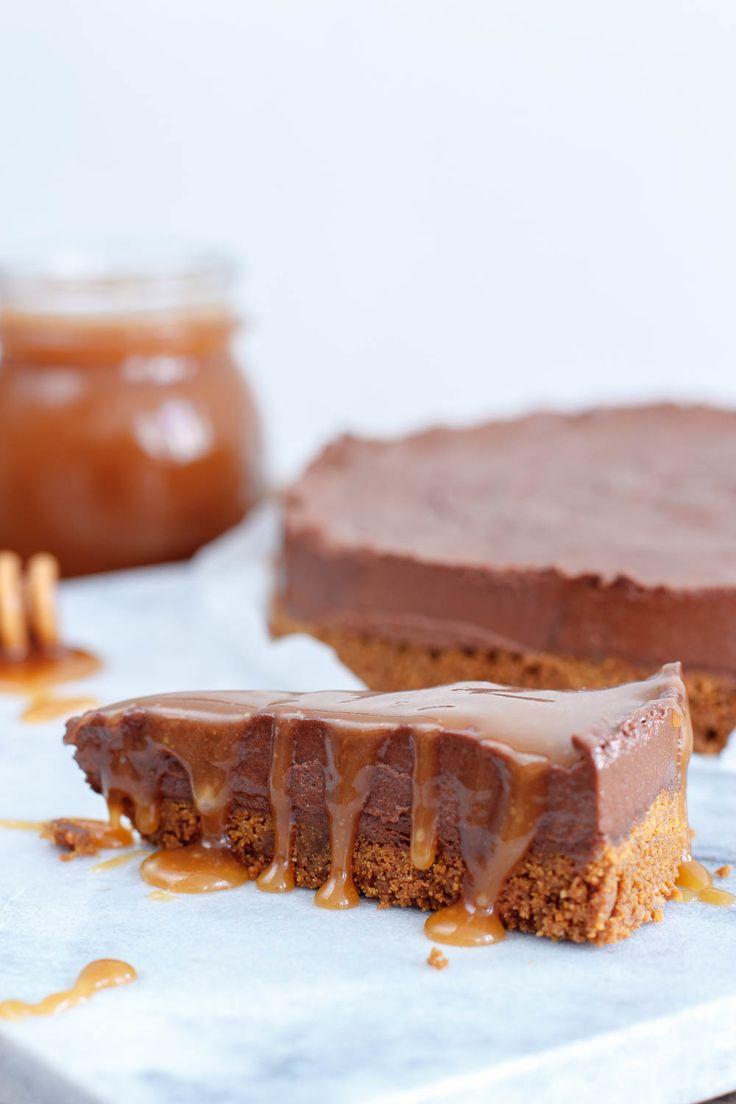Chocolade truffeltaart met salted caramelsaus - Zoetrecepten