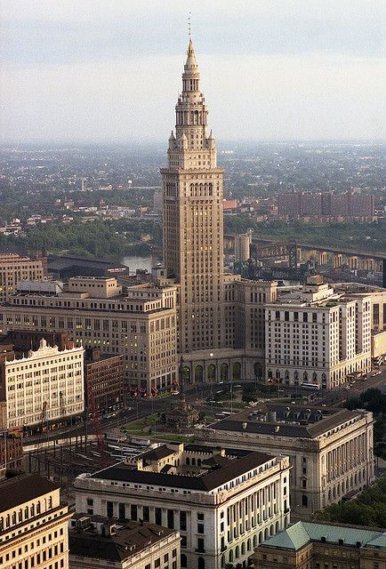 30 famous places that you MUST see: Cleveland Terminal Tower Complex 1983. Cleveland, Ohio, USA