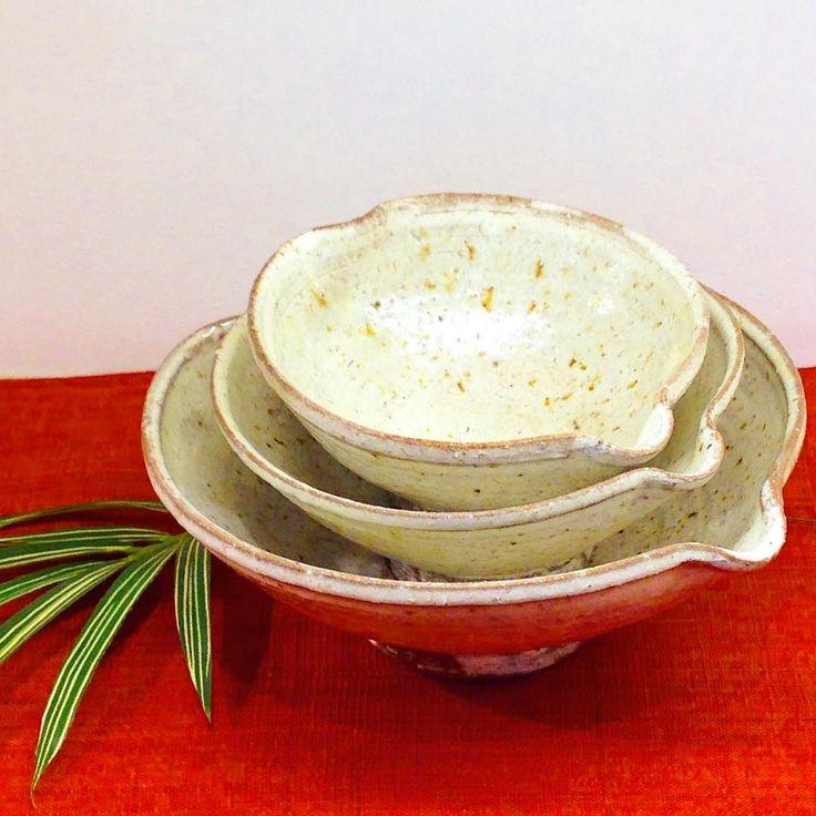 阪本健さん作 サクラ鉢 大きさがSMLございます  SはドレッシングやソースMは煮物Lは汁物とどのサイズも使い勝手の良いサイズです( ω )  #阪本健 #器 #陶器 #織部下北沢 #織部 #織部下北沢店 #陶器 #器 #ceramics #pottery #clay #craft #handmade #oribe #tableware #porcelain