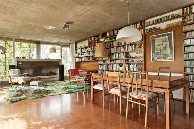 Dos vecinos dos estilos recorr sus deptos the o for Pisos living decoracion