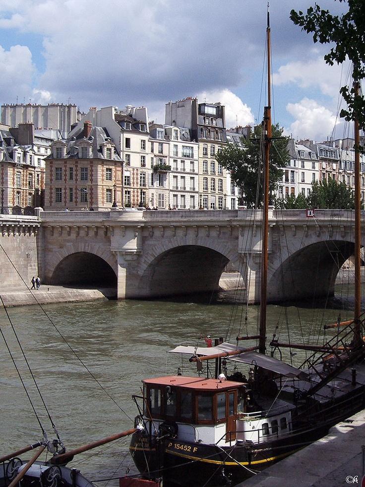 Paris, quais de Seine  By Alain Chantelat