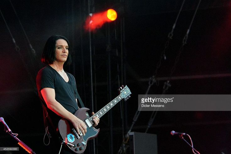 brian-molko-of-placebo-performs-on-stage-at-sziget-festival-on-august-picture-id453592300 (1024×682)