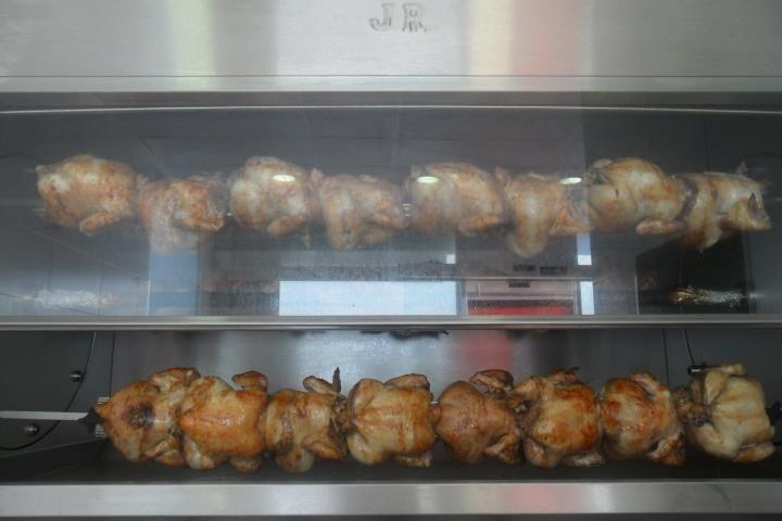 Asador de pollos en Móstoles.  Calle Ricardo Medem nº6.  Comida casera para llevar   Tlfn: 916172748.  Pedidos a recoger (no servimos a domicilio)