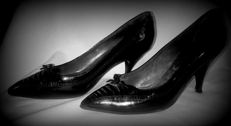 ITALIAN LADIES SHOES, originale1959. - SALE! Beautiful! Italian master handmade by the famous Gemel company * Size: 37; Color: black, varnish; High Quality:   Original leather outside and inside; Tag: Gemel Made in Italy, Paris London New York; Date of production: 1957-59 * Price: $ 100 * Shipping: a daily rate, by arrangement * Owner: Evvalena Salon and Magdorka Design Studio, Bp. V. Galamb Street * Mail: tunderkepzo@gmail.com