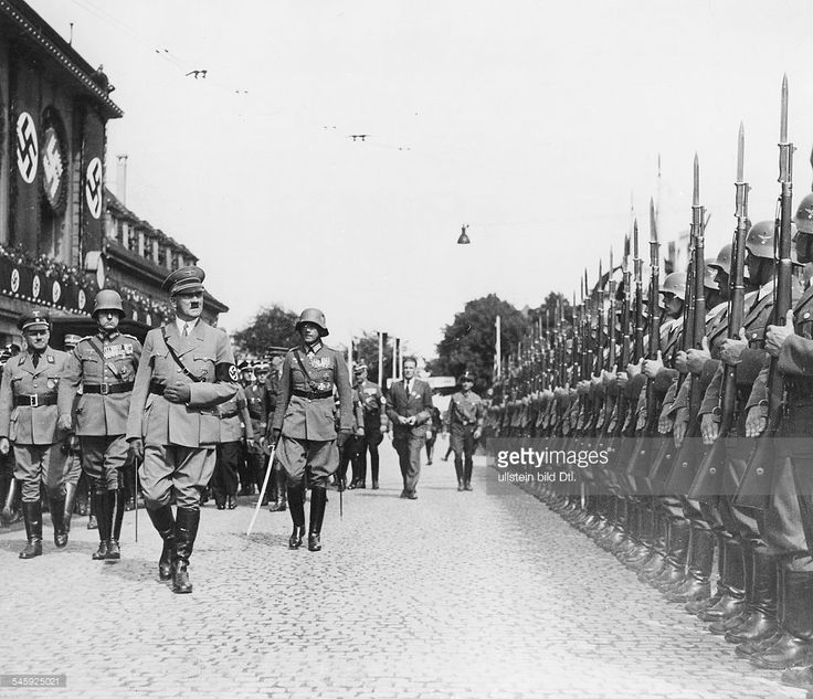 Germany Third Reich Hitler taking the salute of a guard of honour upon his arrival at the train station in Weimar; far left: Fritz Sauckel, a high-ranking Nazi official - Photographer: Presse-Illustrationen Heinrich Hoffmann