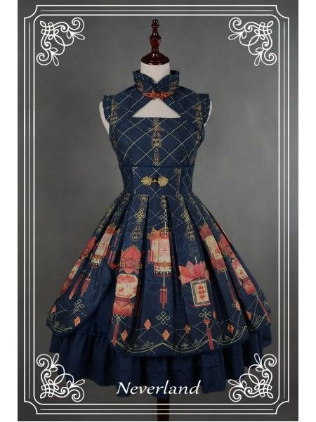 Lolita style doesn't normally appeal to me, but I like the structured cut and lines of this dress.