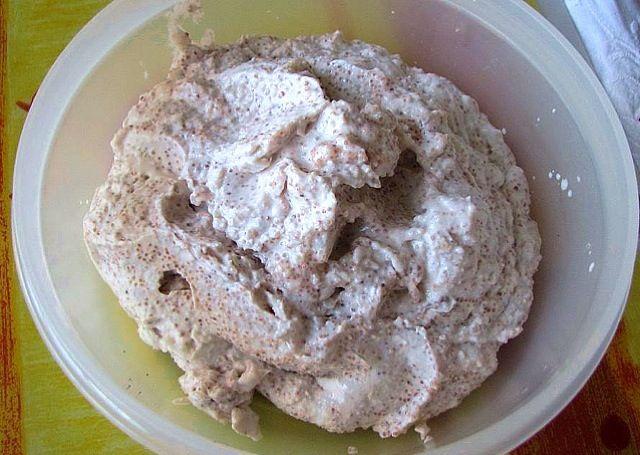 魚卵とパン粉と油、レモン汁などで、マヨネーズを作る要領でやるの。これが本当のタラモサラタ。 - 14件のもぐもぐ - イクラ ラバン by nichikale