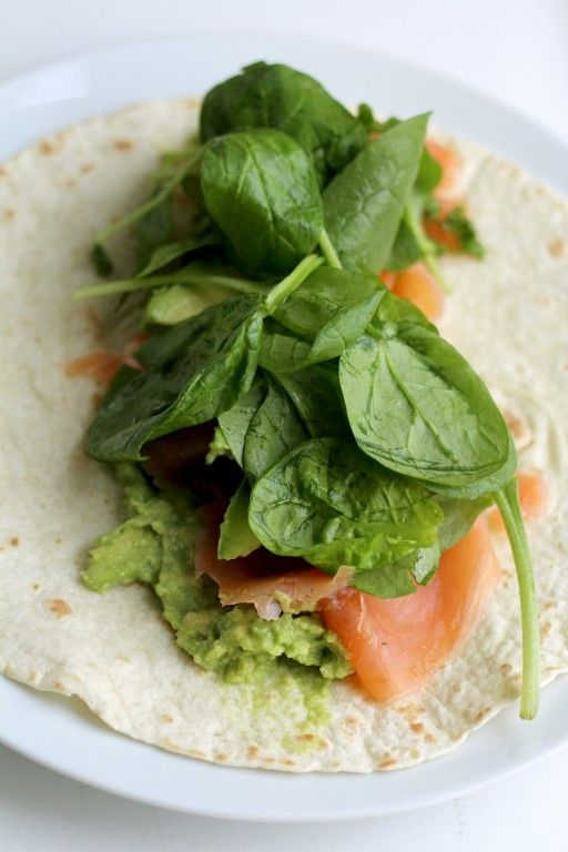 Culy Homemade: frisse zalm avocado wrap in 5 minuutjes - Culy.nl