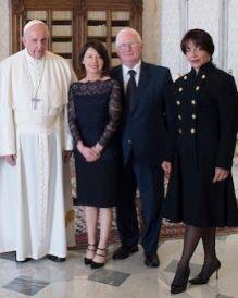 """TERREMOTO IN VATICANO : PAPA FRANCESCO """"anche dentro la santissima Trinità stanno tutti litigando a porte chiuse, mentre fuori l'immagine è di unità""""."""