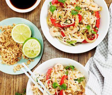 En asiatisk wook med blandade grönsaker, räkor och nudlar. Lättlagad och passar perfekt till alla möjliga tillfällen. www.ving.se/thailand