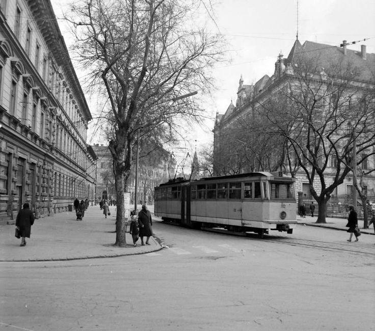 Tisza Lajos körút - Mérey utca sarok.