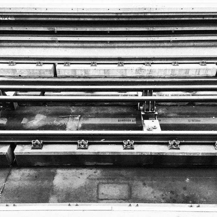 Inspiración del Día / Photo by Carlos Rojas L. Instagram @carlos_rojas_l #inndiofficial #arquitectura #santiago #design #chile #minimal #minimalist #blanco #negro #inndi #independiente