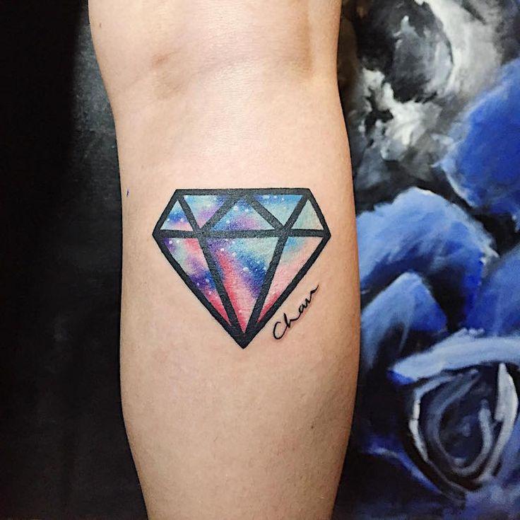 Les 20 meilleures id es de la cat gorie tatouages de diamant sur pinterest dessin lion - Tatouage diamant poignet ...