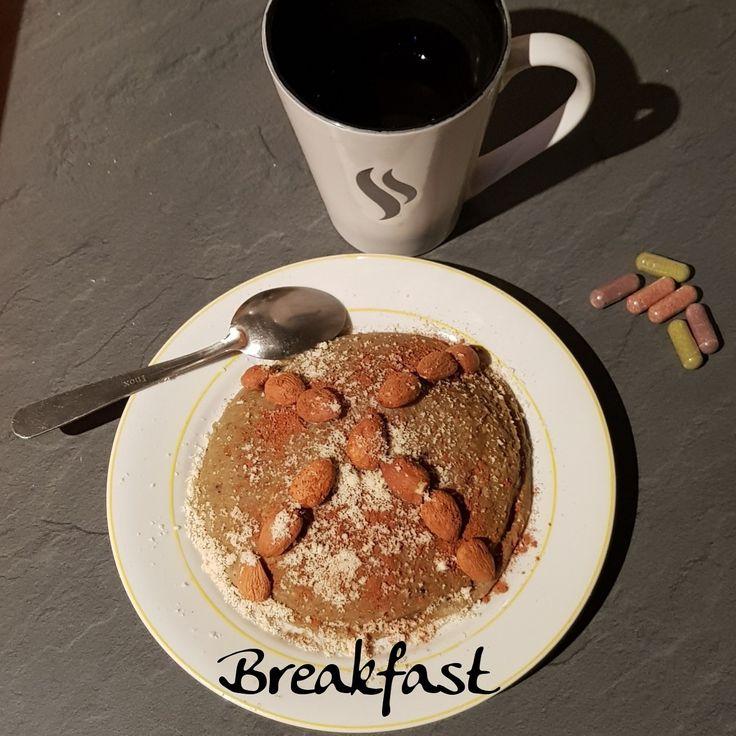 🍃Alors ce matin dans mon assiette: bowlcake🍃 🥄complete chocolat* 🥄graines de lin 🥄lait de soja 🥄Aloel* 🥄oeuf 🥄en topping : amandes, cannelle et poudre d'amandes  🥄café 🥄capsules premium*