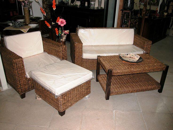 set divano con struttura in legno e fibra di banano