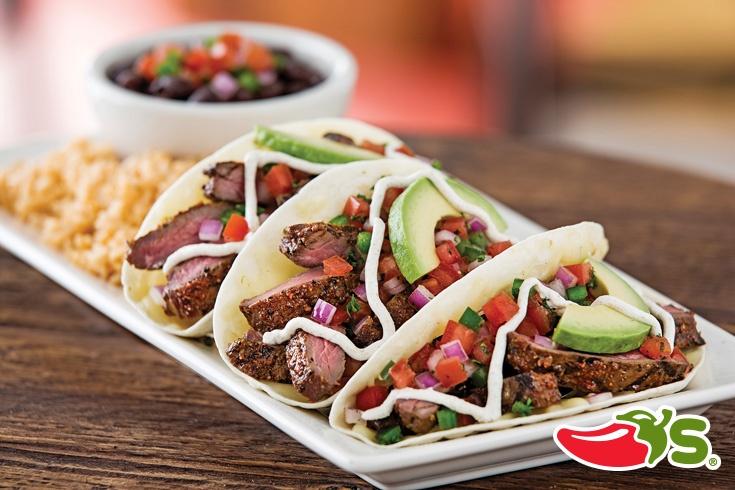 Chile Rubbed Steak Tacos - Tacos de carne a la parrilla servidos con ...