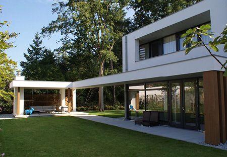 Moderne villa onder architectuur gebouwd