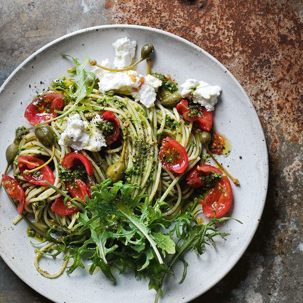 I'm not even sad there's no meat in this amazing looking pasta dish! Kale, tomatoes, capers... and don't forget the fresh ricotta