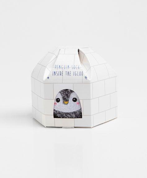 Socks in an igloo-like gift box - OYSHO