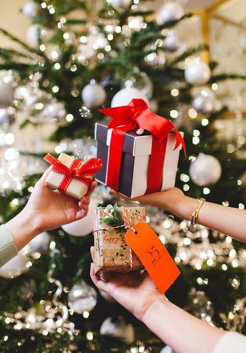 Have a Holly Jolly Christmas : Gift Exchange