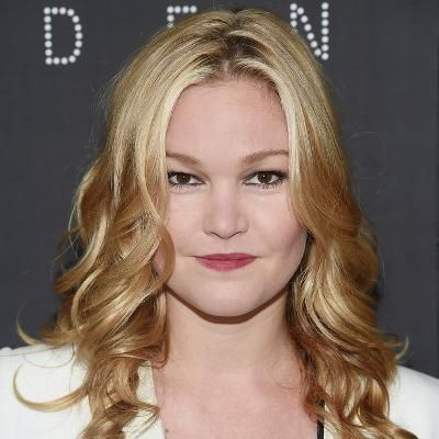 Hot: Julia Stiles Is Engaged—See Her Gorgeous Ring