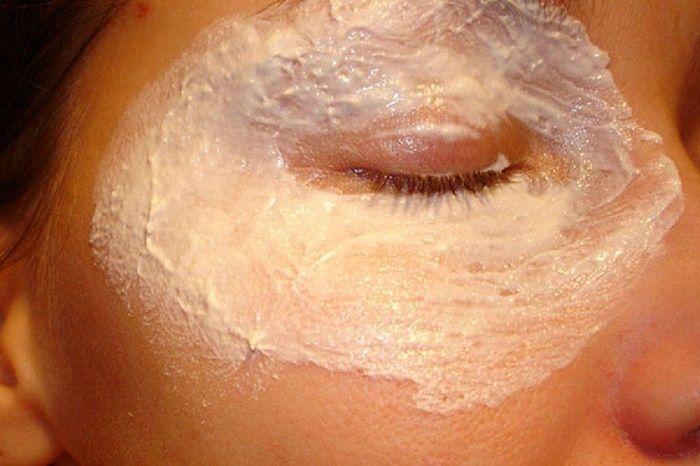 Vždy ma trápili vrásky okolo očí. Skúsila som túto zázračnú masku a omladla som o 15 rokov | Chillin.sk