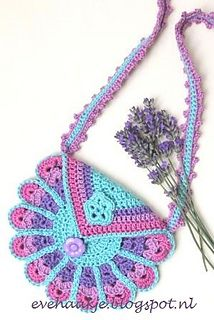 THIS LOOKS LIKE IT COULD MAKE A BEAUTIFUL (and useful) NECKLACE. AWESOME Peacock Bag ~ free crochet patterns ~