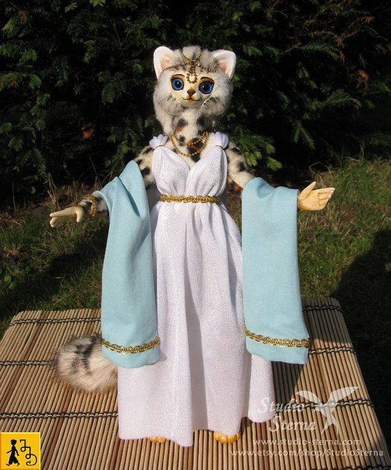 Katze posierbar Puppe weiß hellblau Figur Fantasie Tier Kunstfell Jerseydays weiche Skulptur handgemacht ooak Unikat anthro Charakter edel