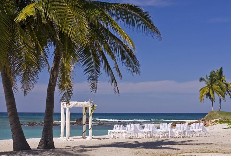 Wedding Ceremony on the beach.... can it get any better? #wedding #destinationwedding #mexico