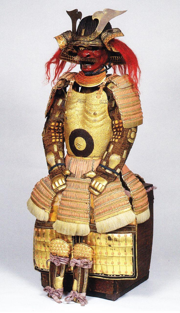 Myôchin Yoshitsugu. 哲62県スジ·サビのカブト佳嗣によって明珍。それは子供の強い守護神の裸の胸に似ているように金色の住民で組織京畿は、いわゆる「子京畿」です。基本的には、エンボス加工された仏京畿あり、また点灯用語「Abara京畿」が存在します。 「リブボーンキュイラス」)。 NIO京畿京畿とAbaraの違いレーシング軽く深紅で、shikoroソーダの金箔金箔んし、ラメラで行くクリアコートと白の毛皮で提供されkusazuriの一番下の行をkusazuriされていません。