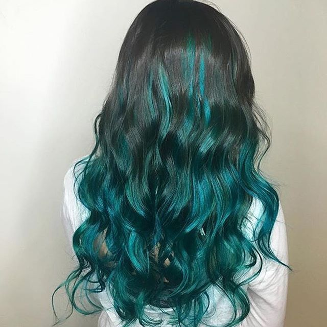 Mermaid beauty!! Loving this teal green ombre hair! Add luscious curls to complete this awesome look