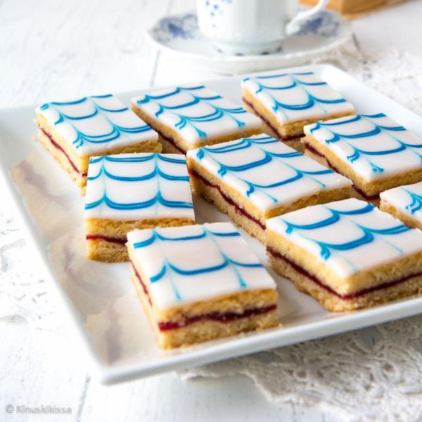 Aleksanterinleivos johdattelee herkuttelijan 1800-luvulle Venäjän keisarikuntaan. Aleksanteri I:n rooli Suomelle oli merkittävä, sillä hänen myöntämänsä autonomia oli askel kohti itsenäistymistä. Leivos kehiteltiin Aleksanteri I:n vierailun kunniaksi. Se onkin vanhin kuuluisuuden mukaan nimetty leivoksemme. Perinteisen aleksanterinleivoksen kuorrute on värjätty vaaleanpunaiseksi, mutta tein sen juhlavuoden kunniaksi Suomen lipun väreissä. Leivoksesta saakin kuorrutteen väriä vaihtamalla…