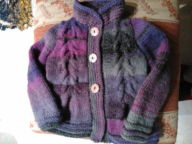 Chaqueta para niña de cuatro años con lanas Katia