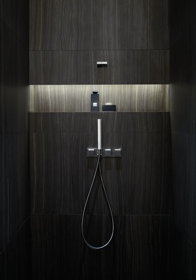 Armani Hotel Dubai - bathroom niche with lighting , excelente idea para baño moderno