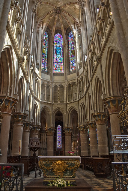 Semur en auxois bourgogne fran a architecture for Architecture romane definition