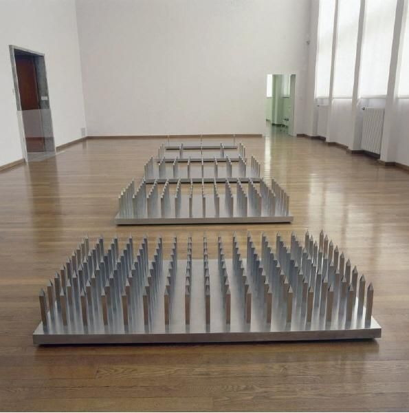 Walter De Maria - Beds of Spikes, 1968–1969 stainless steel plate: 33.5 x 200 x 106 cm spike: 27 x 2.5 x 2.5 cm