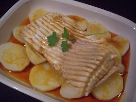 Para prepara esta receta, simplemente necesitamos una buena materia prima: raya fresca, buenos cachelos, buen pimentón y un buen ace...