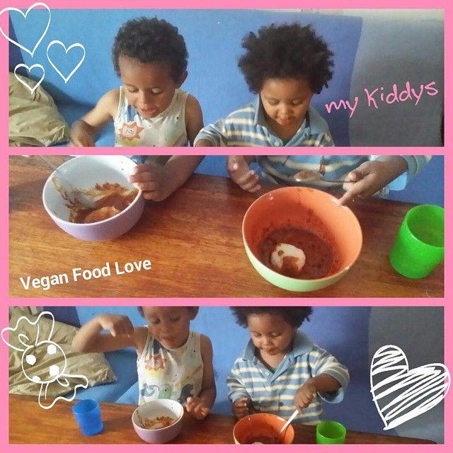 My kiddys eating African Food (vegan) #nigeriafood #nigeria #africafood #Africa #poundoyam #groundnutsoup