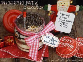Il muffin mix al cioccolato in barattolo è un'idea originale da regalare a Natale ad amici, assieme a dei pirottini per muffin ed ad un barattolo sfizioso.