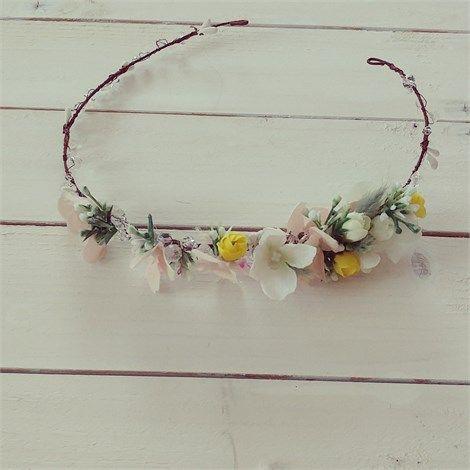 Kristal Taşlı Çiçekli Gelin Tacı | Beyaz Buket    Baharın güzelliği saçlarınıza konsun Kristal Taşlı Çiçekli Gelin Tacı