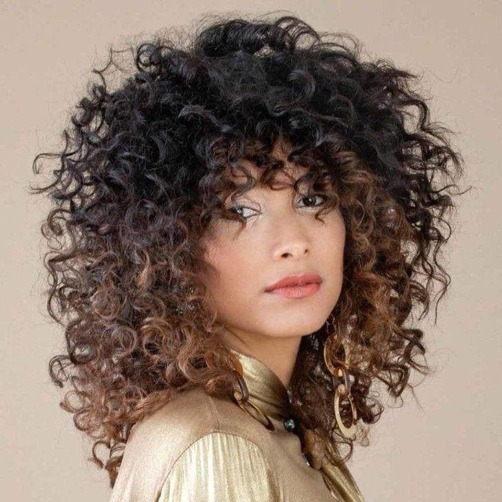 Tagli capelli medi ricci inverno 2020 2021 | Stile di ...