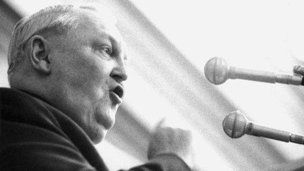 Am 7. Mai 1965 wandte sich der damalige Bundeskanzler Ludwig Erhard an die Deutsche – am 8. Mai 2015 wird der Historiker Heinrich August Winkler die Rede im Bundestag halten.